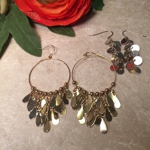 Bundle 2 pairs of earrings gold silver tone